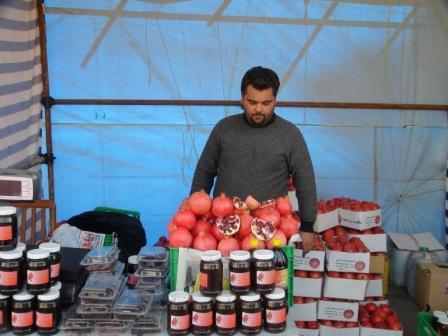 http://saveh.persiangig.com/image/Saveh/89-8/saveh_anaar_exhibition1.jpg
